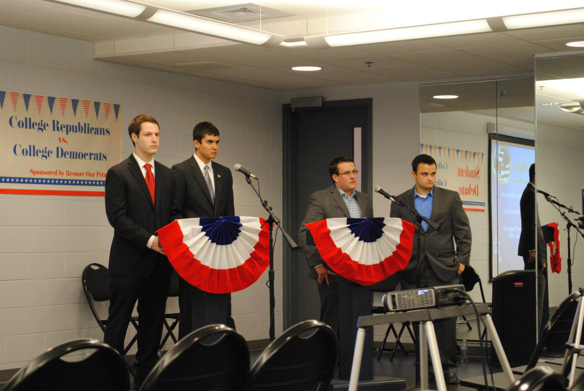 A debate between members of Illini Democrats and Illini Republicans hosted by IlliniPAC.
